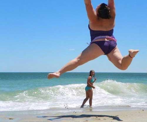 Девушки на пляже - приколы
