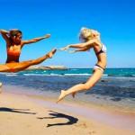 Девушки на пляже — приколы