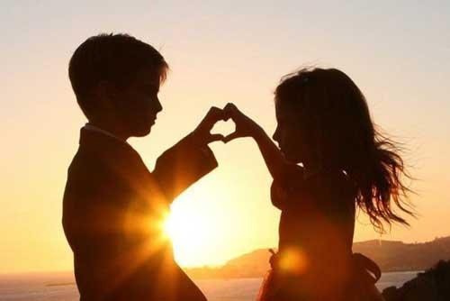 Прикольные статусы про первую любовь